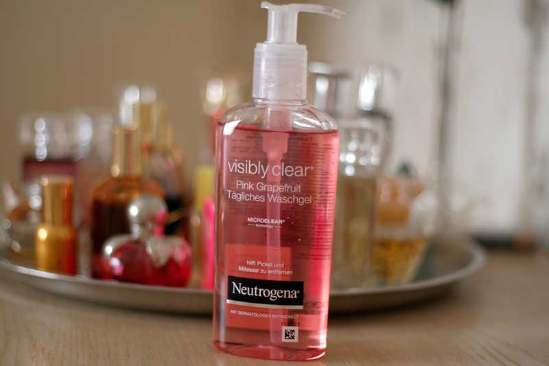 Gel rửa mặt Neutrogena Visibly Clear Pink Grapefruit Facial Wash
