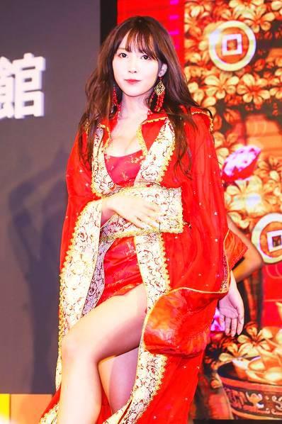 Sao phim người lớn Yua Mikami gây náo loạn tại triển lãm game tại Đài Loan, Trung Quốc