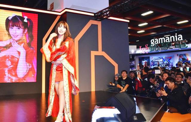 Nữ diễn viên Yua Mikami gây náo loạn khi xuất hiện tại Taipei Game Show 2018