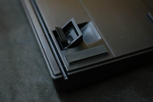 Hệ thống chân dựng lên có tới 2 tầng rất linh hoạt.