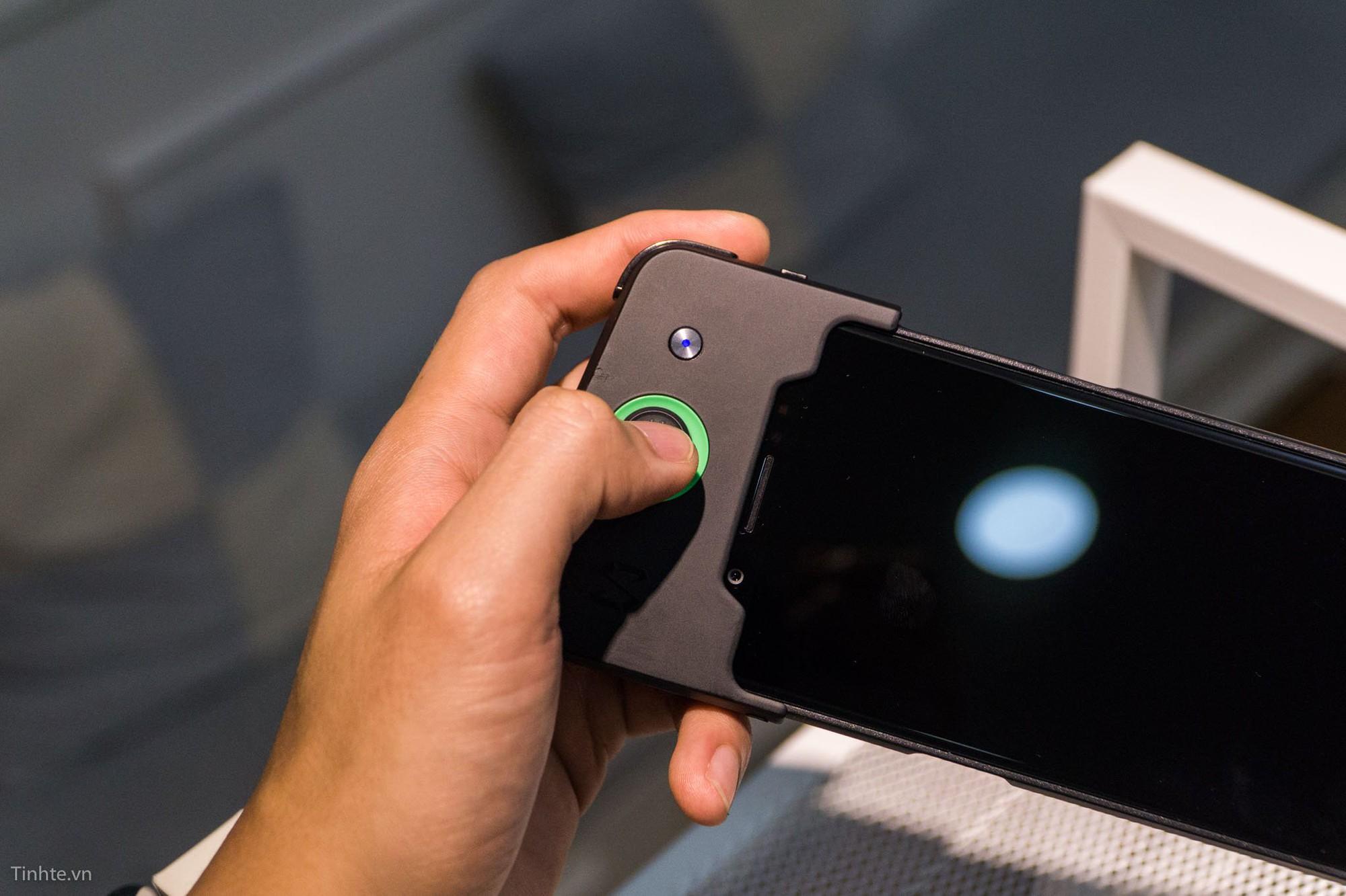 Trên tay điện thoại chơi game Xiaomi Black Shark: Chơi PUBG Mobile cực mượt và tiện lợi