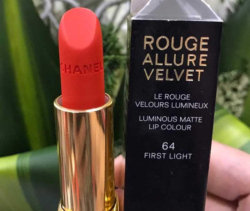 Son CHANEL màu 64 FIRST LIGHT dòng Rouge Allure Velvet