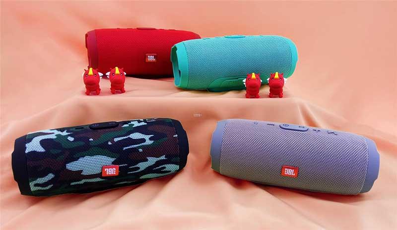 Loa Bluetooth mini JBL Charge 3 – Loa có khả năng sạc thêm thiết bị khác