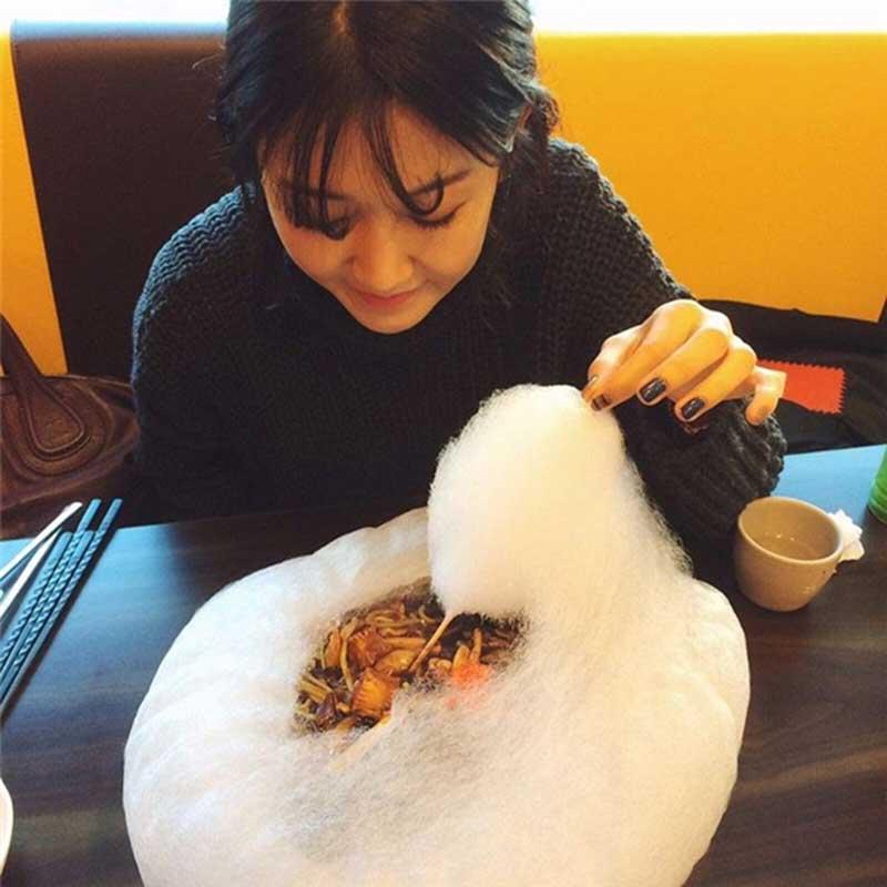 """Cùng thưởng thức món """"mì tương đen kẹo bông"""" đang """"sốt rần rần"""" ở Hàn Quốc"""